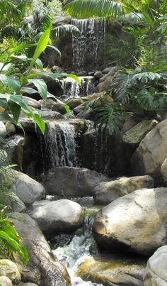 The Best Stone Waterfalls Backyard Ideas – Pool Landscape Ideas Outdoor Water Features, Water Features In The Garden, Backyard Water Feature, Ponds Backyard, Backyard Waterfalls, Large Backyard, Pond Landscaping, Landscaping With Rocks, Landscape Design