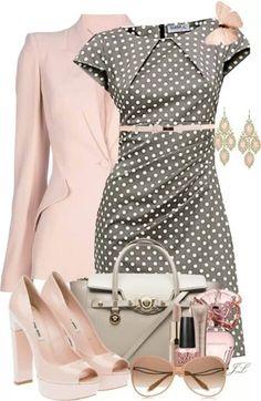 Vestido a lunares con rosa