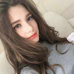 16 New Ideas For Hair Highlights Asian Brows Korean Beauty, Asian Beauty, Western Girl, Mode Hijab, Grunge Hair, Hair Highlights, Girl Face, Ulzzang Girl, Aesthetic Girl