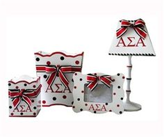 awww! My FAVORITE stuff!! I wish I was still in college so I could decorate my room with this!