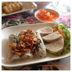 Steamed rice pancake w fillings (bánh cuốn) <3. It is usually served w vietnamese ham (chả lụa), dipping fish sauce, bean sprout, basil leaves w a lil deep fried purple onion on top <3. How abt yours? Same presentation with mine?   Get this recipe at www.vietnamesefood.com.vn/vietnamese-recipes/vietnamese-food-recipes/vietnamese-steamed-rice-pancake-rolls-banh-cuon.html