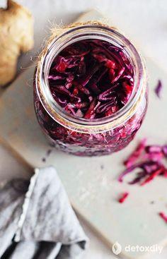 Probiotic Beet and Red Cabbage Sauerkraut - Detox DIY Red Cabbage Sauerkraut, Sauerkraut Recipes, Probiotic Foods, Fermented Foods, Probiotic Supplements, Fermented Cabbage, Raw Food Recipes, Vegetable Recipes, Freezer Recipes
