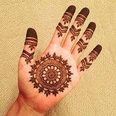 Check out the 60 simple and easy mehndi designs which will work for all occasions. These latest mehandi designs include the simple mehandi design as well as jewellery mehndi design. Getting an easy mehendi design works nicely for beginners. Henna Hand Designs, Circle Mehndi Designs, Very Simple Mehndi Designs, Round Mehndi Design, Mehndi Designs Finger, Henna Tattoo Designs Simple, Mehndi Designs For Kids, Mehndi Designs For Beginners, Mehndi Simple