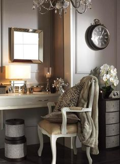 i would love and area like this to do my makeup.... Pin it for our dream house....3 more yrs:-)