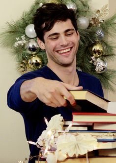 I can dig Elvis. Matthew Daddario, Daddario Family, Shadowhunters Tv Series, Cassandra Clare Books, Alec Lightwood, City Of Bones, Jason Todd, Shadow Hunters, Young And Beautiful