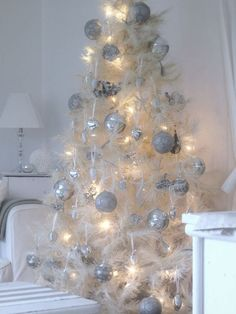 White Christmas Decorations Ideas