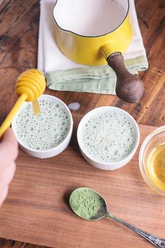How to make a Matcha Green Tea Latte. Plus, learn the health benefits of Matcha tea. #tea #matcha