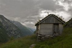http://cabinporn.com/post/39929306273/sod-roofed-hut-in-geiranger-norway-submitted