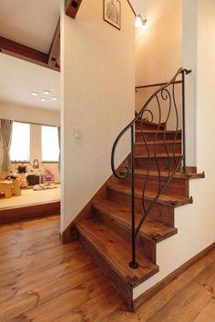 【アイジースタイルハウス】階段。階段はアイアンの手摺がポイントに