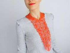 A gorgeous bib necklace to turn your everyday clothes into an elegant statement. You can wear it day or night, with t-shirts, shirts, dresses even sweaters. Made of venise lace and metal chains and lobster.