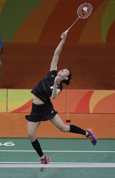 Canada's badminton players put in some good performances in Rio, but it wasn't ultimately enough to compete for podium positions. Michelle Li came into her second Olympic Games with high hopes, aft… Women's Badminton, Pose Reference Photo, Human Reference, Poses References, Embarrassing Moments, Sports Photos, Summer Olympics, Athletic Women, Female Images