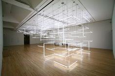 Geometrische Labyrint van 200 TL lampen