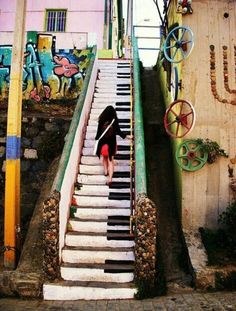 Amazing urban street art!