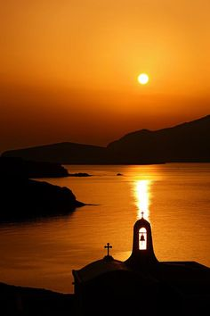 Sunset in Tinos island, Cyclades, Greece Beautiful World, Beautiful Places, Beautiful Pictures, Mykonos, Places To Travel, Places To See, Europe Centrale, Amazing Sunsets, Beautiful Sunrise