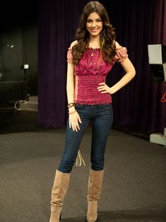 Victoria Justice Style Icon is Our today Celebrity Watch Her Full Photo Album Victorious Tori, Victoria Justice Victorious, Victoria Justice Style, Girl Celebrities, Beautiful Celebrities, Celebs, Beautiful Ladies, Vicky Justice, Celebrity Boots