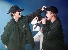 💙 Kim Seokjin and Kim Taehyung 💜 Jimin, Bts Bangtan Boy, Bts Boys, Foto Bts, Bts Photo, Seokjin, Namjoon, Korean Boy Bands, South Korean Boy Band