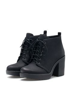 Bershka: Lace-up heeled ankle boots 179.00 PLN