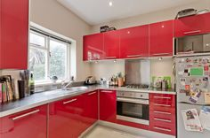 Now there's a nice bright & vibrant kitchen!