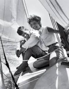 Jacqueline Bouvier sitting with her fiance, Sen. John Kennedy, on the deck of small sailboat as they cruise the waters of Cape Cod on July John Kennedy, Les Kennedy, Jacqueline Kennedy Onassis, Jaqueline Kennedy, Senator Kennedy, Indira Ghandi, Celebridades Fashion, Familia Kennedy, John Fitzgerald