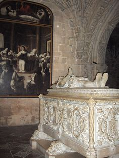 André Reinoso was the first Portuguese Baroque painter. This picture representing Santa Paula, is ahead of the tomb of Luís Vaz de Camões in Jeronimos Monastery.