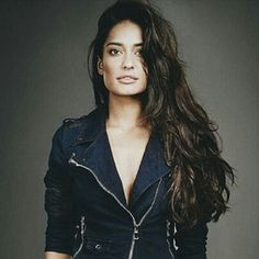 Loving the jacket details and hair on Bollywood actor n supermodel Lisa Haydon, From: Pictures That Prove India Has The Most Stunningly Gorgeous Women. Stunningly Beautiful, Most Beautiful Women, Beautiful People, Lisa Haydon, Carolyn Jones, Medium Brown Hair, Natural Hair Styles, Long Hair Styles, Celebs