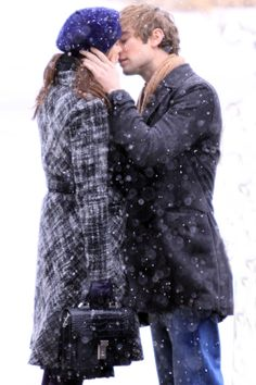 Nate and Blair lol What Is Love, Just Love, Love Her, Romantic Love, Hopeless Romantic, Making Memories Of Us, Kelly Rutherford, Kissing In The Rain, Tango Dance