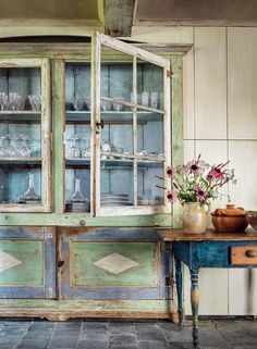 The Rustic Bohemian - coolchicstylepensiero: Antique swedish cupboard. Veranda Magazine, Painted Cupboards, Cool Tables, Hand Painted Furniture, Painting Furniture, Painted Wood, Antique Furniture, Modern Farmhouse Decor, Country Farmhouse