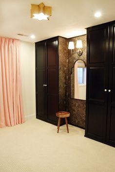 The Reveal! A Shared Girls' Room Complete with Built-In Bunks Ikea Kids Bedroom, Master Bedroom Closet, Gold Bedroom, Sister Room, Daughters Room, Manado, Diy Built In Wardrobes, Floor To Ceiling Wardrobes, Bunk Beds Built In