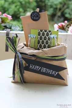 Tinker creative gift packaging - a birthday suitcase goes on a journey - little table . - Tinker creative gift packaging – a birthday suitcase goes on the trip – cover the table yoursel - Creative Gift Packaging, Creative Gift Wrapping, Creative Gifts, Wrapping Gifts, Paper Packaging, Packaging Ideas, Diy Birthday, Birthday Presents, Birthday Gift Wrapping