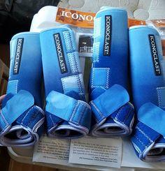 Blaue Ombre gefärbte Ikonoklastenstiefel Blue Ombre Dyed Iconoclast Boots - Art Of Equitation Horse Boots, Horse Gear, Equestrian Boots, Equestrian Outfits, Horse Saddles, Horse Halters, Equestrian Fashion, Equestrian Style, Blue Horse