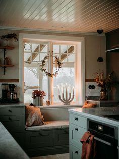 Scandinavian Cottage, Swedish Decor, Küchen Design, House Design, Interior Design, Sweden House, Vintage Apartment, Sweet Home, Vintage Country