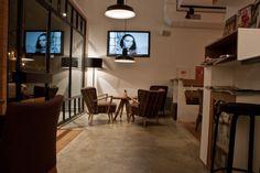 Ideas de #Contract de #Cafeteria, #Bar, #Restaurante, estilo #Vintage diseñado por ALBERT SALVIA dissenyador d'interiors Decorador con #Sillones #Mesas de centro #Vidrio #Iluminacion #Microcemento #Loft #Muebles de TV #Textiles #Ventanas #Madera  #CajonDeIdeas