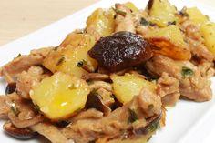 Lo spezzatino di soia con patate e funghi è un secondo piatto vegetariano e vegano molto gustoso. Pochissimi ingredienti, moltissimo gusto!