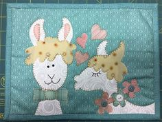Llamas are in love this Valentine's day. This cute little llama design is so sweet on a mug rug. This is an adorable project to work on and a great way to use up scrap fabric while making an adorable mug rug. Mug Rug Patterns, Applique Patterns, Doll Clothes Patterns, Doll Patterns, Primitive Santa, Doodle Designs, Fabric Scraps, Scrap Fabric, Mug Rugs