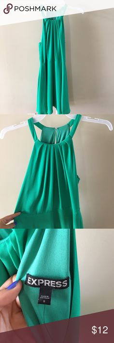 Emerald Green Express Dress The photo isn't a emerald as the dress itself, but it's band new (without tags). From Express, perfect condition! Size 8, but it runs small.... as in a size medium. Dresses
