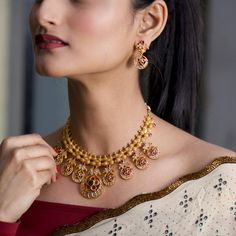 Buy the best Necklace Set Indian Jewelry online from the top Necklace Set manufacturer. Shop Siya Antique Necklace Set online from the top brand for the best traditional and classy looks. 14k Gold Necklace, Ruby Necklace, Antique Necklace, Necklace Set, Stone Necklace, Antique Jewellery, Vintage Jewelry, Silver Earrings, Tanishq Jewellery