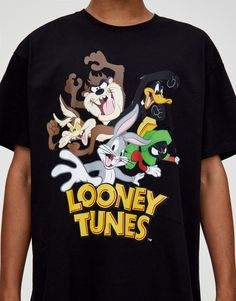 Looney Tunes, Stylish Mens Outfits, Swag Outfits, Boys Summer Outfits, Aesthetic Shirts, T Shorts, Mens Fleece, Disney Shirts, Printed Tees