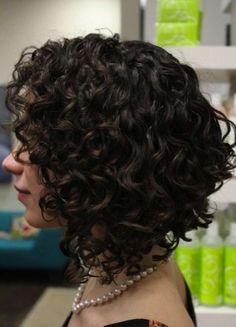 Cortes de pelo rizado corto para mujeres 2014: fotos de los peinados - Cabello escalonado rizado