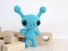 Free crochet pattern: Small long-legged bunny // Kristi Tullus (sidrun.spire.ee)