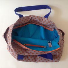 And this is what my sister's bag looks like on the inside: gotta love that color combination. Modern Sewing Patterns, Diy Kits, Color Combinations, Diaper Bag, Backpacks, Bags, Shopping, Fashion, Handbags