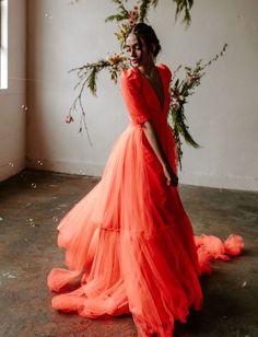 Sparks Will Fly: This Fluorescent Wildfire Wedding Dress Burns Bright Sparks Will Fly: Dieses fluoreszierende Wildfire-Brautkleid brennt hellgrüne Brautschuhe Dress Vestidos, Prom Dresses, Formal Dresses, Green Wedding Dresses, Green Weddings, Bridesmaid Gowns, Red Wedding, Romantic Weddings, Long Dresses