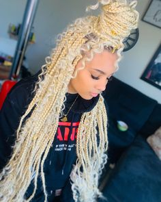 totally chic box braids hairstyles ideas for 2019 34 Faux Locs Hairstyles, Twist Braid Hairstyles, Black Girl Braids, Braided Hairstyles For Black Women, African Braids Hairstyles, Baddie Hairstyles, Braids For Black Hair, Girls Braids, Girl Hairstyles