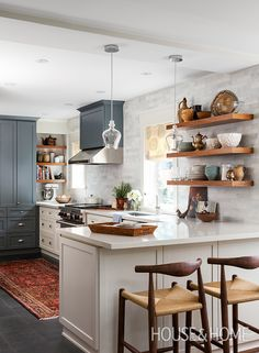 Looking for decorating ideas to add color and personality to your space? H&H's Beth Hitchcock and Meg Crossley reveal tricks they use in photoshoots as well as in their own homes, and debate whether they work in real life. | Design: Sarah Keenleyside & Lindsay Konior of Qanuk Interiors | Photo: Donna Griffith