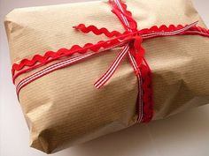 Gift wrapping using rik rak