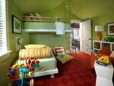 This twin room makes the most of a fairly small space. Placing the beds perpendicular, one above the other, takes up less space than arranging them side by side. The upper berth also makes the most of the cathedral ceiling.