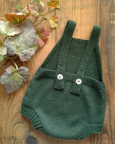 Fall Duo Baby Romper Knitting pattern by Agasalhos e Bugalhos Baby Knitting Patterns, Baby Patterns, Baby Outfits, Baby Romper Pattern, Baby Overall, Pull Bebe, Baby Pullover, Baby Cardigan, Knitted Romper