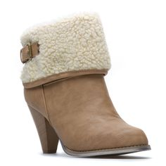 perfect for living in mountains. brown shearling boot