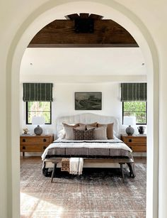 A collection of beautiful bedroom inspiration. Get inspired to turn your bedroom into your own personal sanctuary. Plus learn design tips! Farmhouse Style Bedrooms, Farmhouse Bedroom Decor, Home Bedroom, Master Bedroom, Bedroom Interiors, Master Suite, Interior Exterior, Decor Interior Design, All White Bedroom