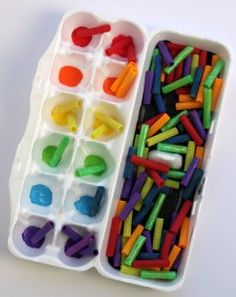 This is a fun rainbow color sorting busy bag that's easy to put together and helps preschool kids learn colors. Be sure to sterilize the egg carton. Rainbow Activities, Quiet Time Activities, Color Activities For Toddlers, Summer Activities, Family Activities, Toddler Preschool, Preschool Activities, Indoor Activities, Toddler Games
