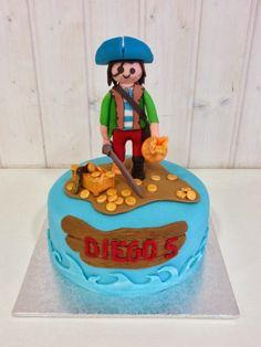 PLAYMOBIL Pirate cake.